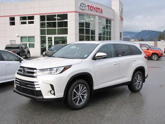 A White Toyota Highlander sits parked in the Castlegar Toyota lot