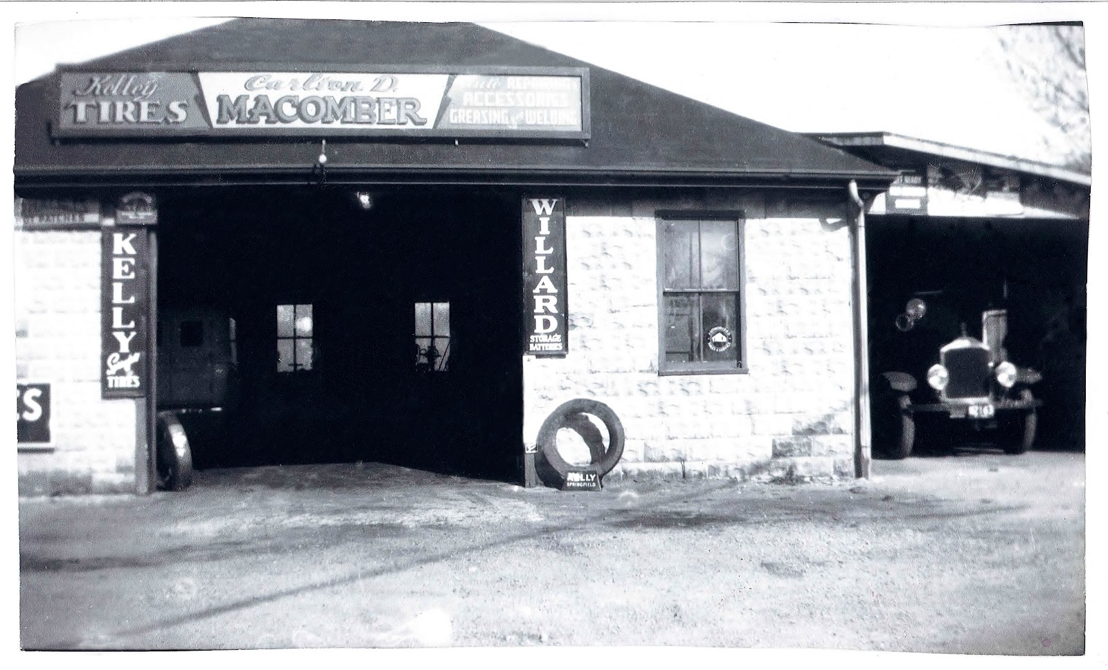 Macumbers Garage w-Eng2 1938 retouched.jpg