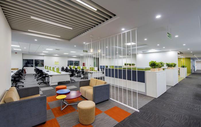 https://officesnapshots.com/wp-content/uploads/2016/05/trelleborg-office-design-12-700x441.jpg
