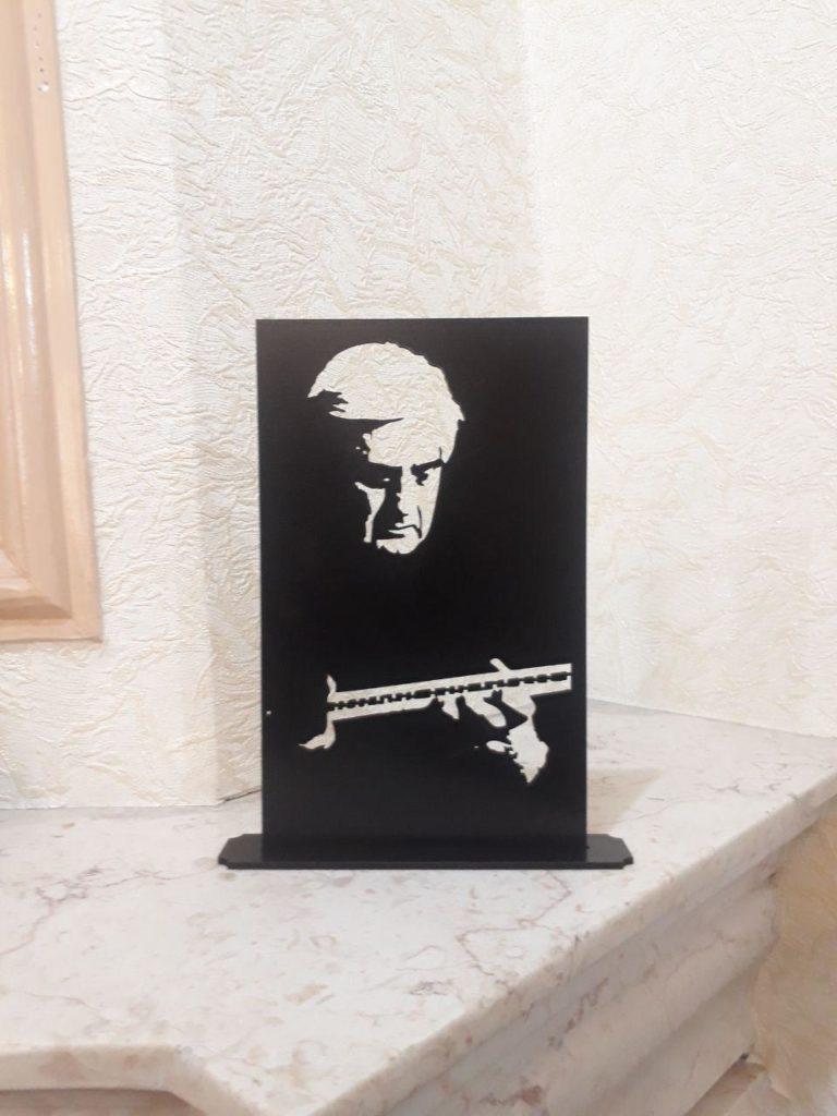 استند رومیزی مشاهیر هنر هوشنگ ظریف