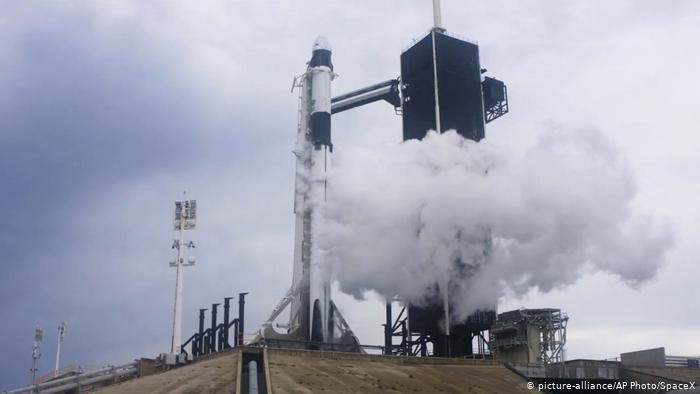 Ракета Falcon 9 на старте в США, который был отменен из-за непогоды, 27 мая 2020 года