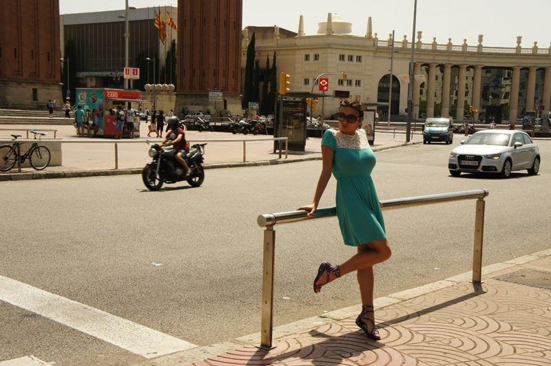 posando en Madrid