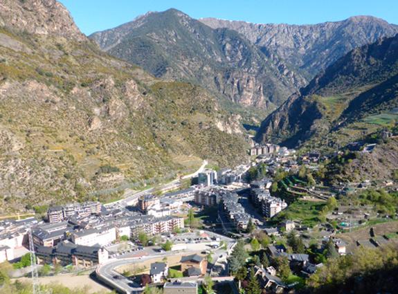 Panorámicas como esta de Sant Juliá y Solá de Enclar podrás disfrutar durante la ruta 😎