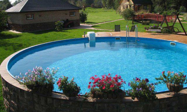 Нужно ли нагревать воду в бассейне и чем это сделать?