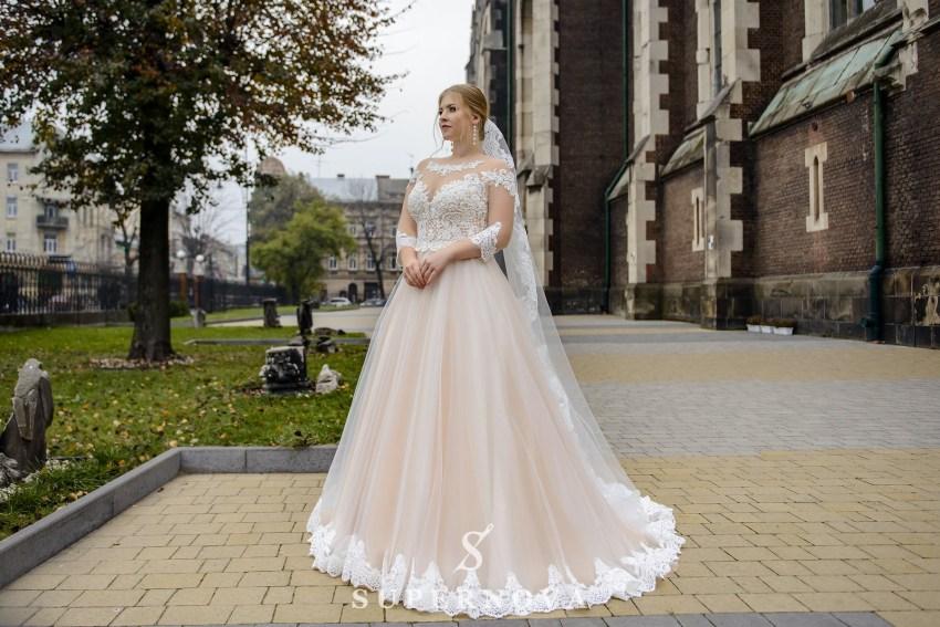 Весільні сукні Plus size для повних дівчат