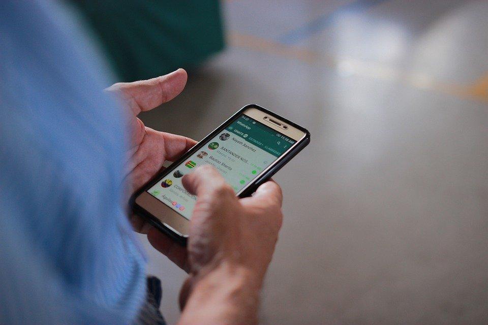 Whatsapp, Chataer, Mão Com Celular, Bate-Papo, Telefone