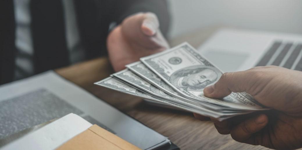 Эпоха банковских вкладов подходит к концу: какую альтернативу выбирают люди?