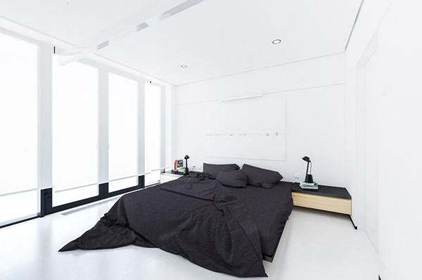 Không gian phòng ngủ tối giản với tông màu đen trắng.