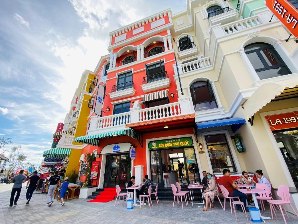 Cuồng nhiệt ở 'thành phố không ngủ' đầu tiên của Việt Nam - ảnh 7