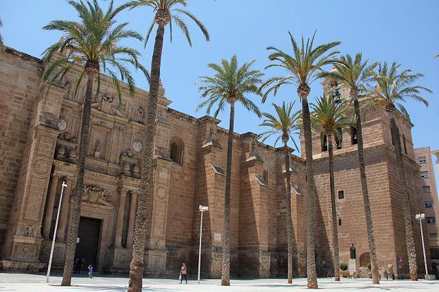 640px-Iglesia_catedral_de_la_encarnación.jpg
