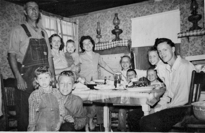 Roy Tate Family at Homeplace 1957 .png