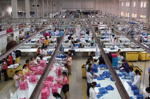 Lý do bạn nên lấy hàng từ các xưởng may quần áo tại TPHCM?