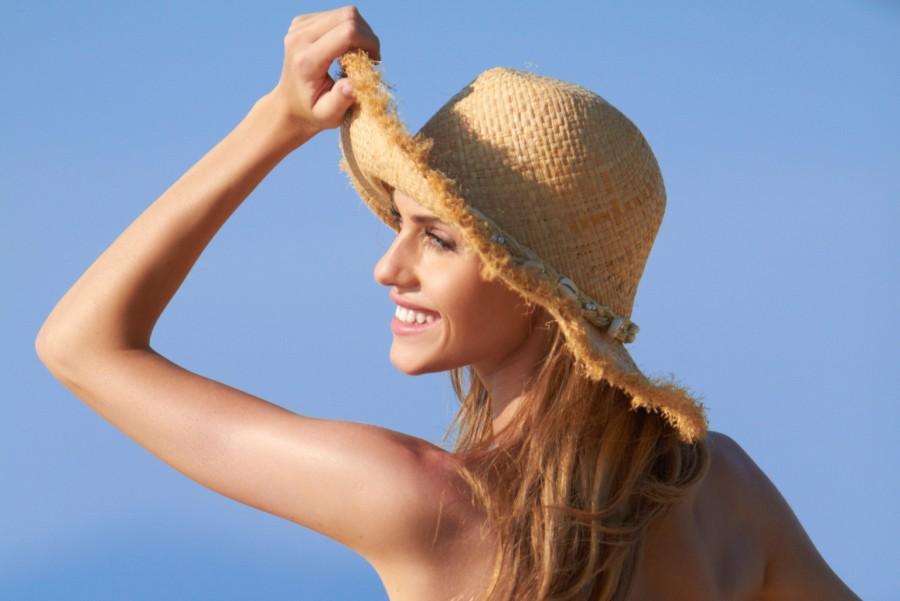 Bảo vệ tóc dưới ánh nắng mặt trời và các yếu tố khác
