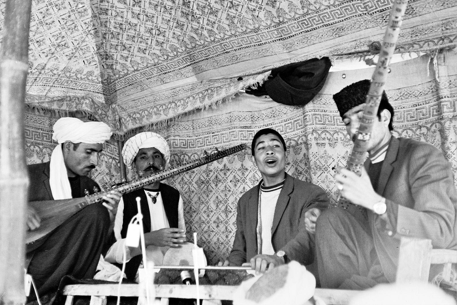 musicians playing in dutar band