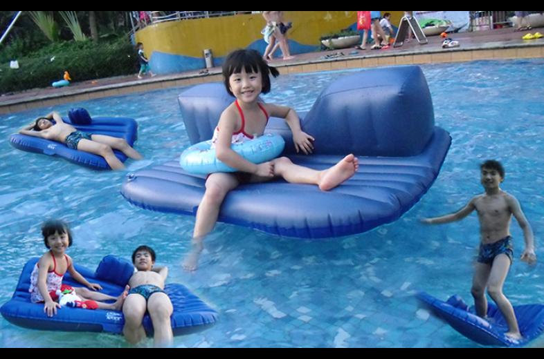 Khi chiếc đệm trở thành phao bơi