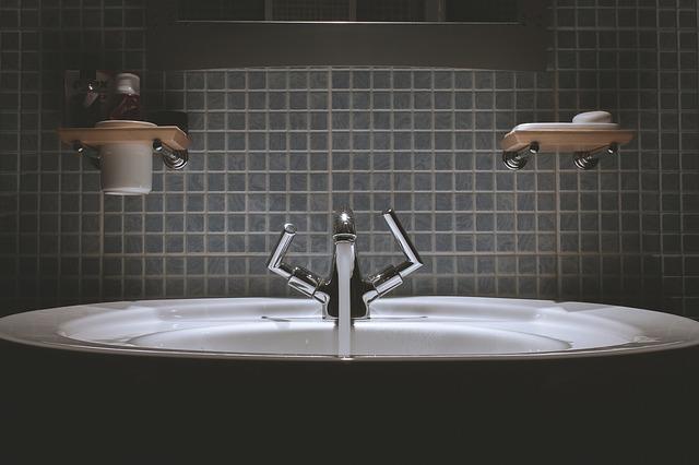 bathroom-690774_640.jpg