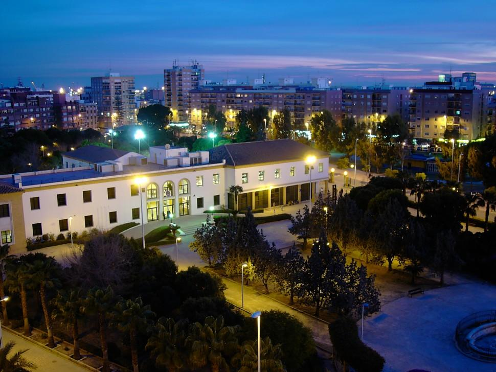 http://www.dondeviajamos.com/wp-content/uploads/2016/03/Antiguo-Sanatorio-AHM.-Centro-Civico.-Nocturno-de-Sagunto.-Foto-P.-Agudo-970x728.jpg
