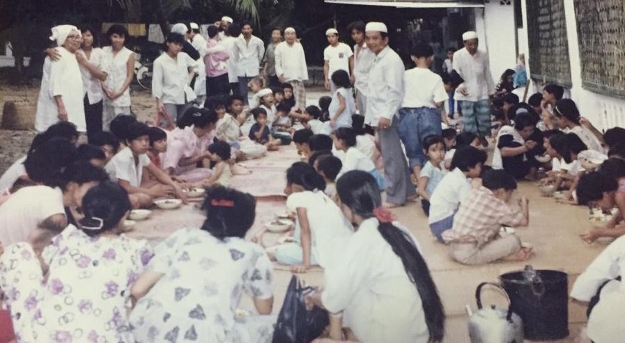 MACHD1tb:Users:Qasimtu:Desktop:Tin Do Hoi Giao bi Chinh Quyen Dia Phuong Tan cong:On Co Tri Tan Photo:Jamu tap trung tại thánh duong.jpg