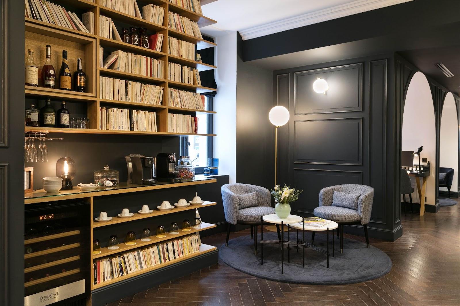 Salon et bibliothèque