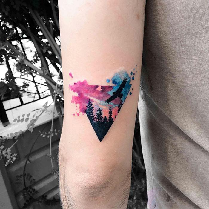 Floresta hipster e tatuagem de pássaros