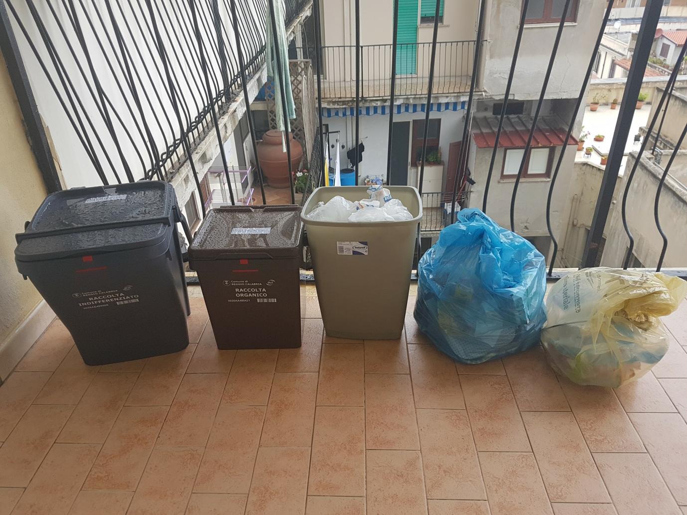 """""""Idea Progetto raccolta DifferenziAMOla 2.0"""" Proposta per migliorare la raccolta differenziata dei rifiuti nella Città di Reggio Calabria 16"""