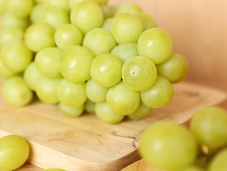 Ăn nho xanh kiểm soát đường huyết, tốt cho não, tim, mắt, đẹp da, tốt cho miễn dịch, … Và rất nhiều lợi ích khác.