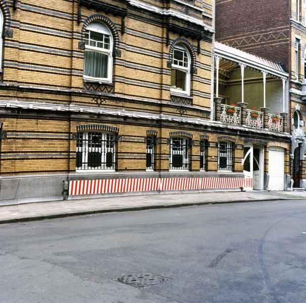 Immagine che contiene edificio, esterni, strada, via  Descrizione generata automaticamente