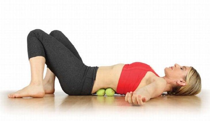 masaje con pelota de tenis