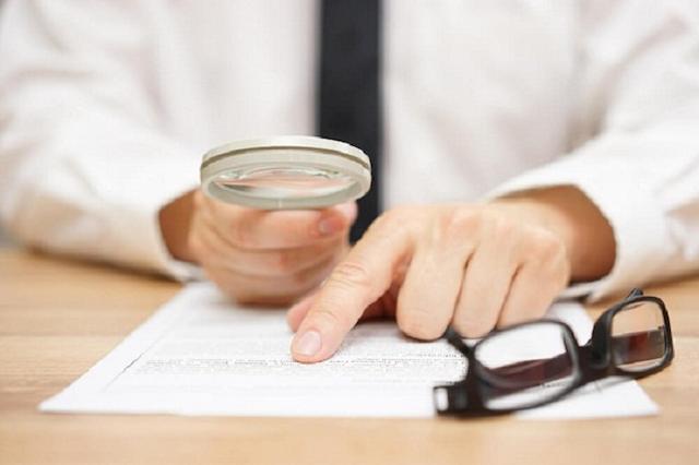 Các bạn cần xem xét kỹ lưỡng các điều khoản trong hợp đồng thuê xe tháng