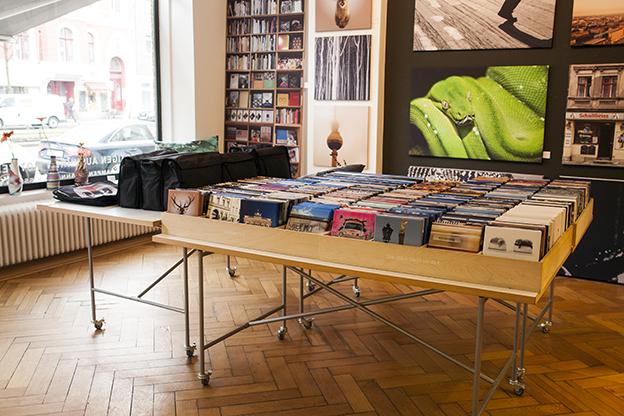 Unsere mobilen Tische bieten eine umfangreiche Auswahl unserer beliebten 20er Motive und präsentieren unsere Taschenformate