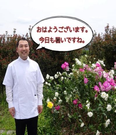画像に含まれている可能性があるもの:1人、スマイル、立ってる、植物、花、屋外、自然