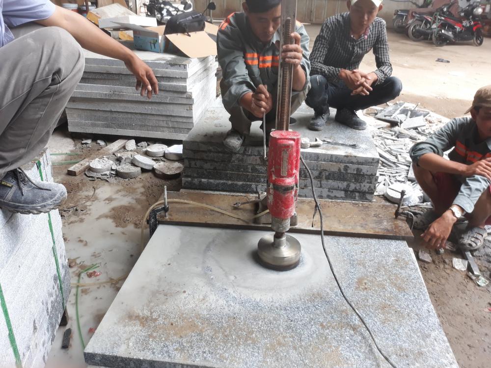 Sử dụng máy khoan cắt bê tông