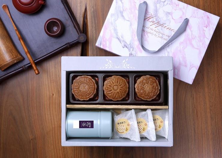 廣式月餅3入 + 金萱紅茶1入 (附贈隨身茶罐乙個) + 一口鳳梨酥3入
