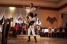 Folklorní tanečníci