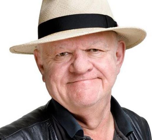 Et billede, der indeholder person, mand, hat, bærer  Automatisk genereret beskrivelse