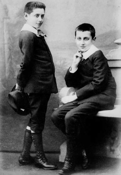 Image of Robert and brother Marcel Proust (r) when child in 1885, © Bridgeman Images