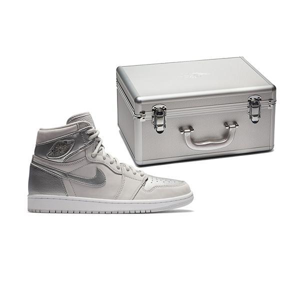 Hai mẫu giày gây thương nhớ nhất 2020