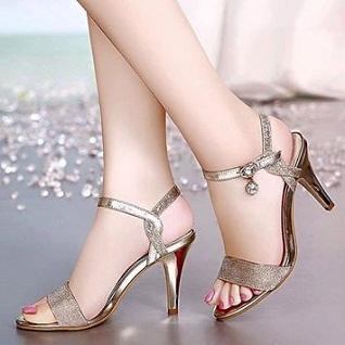 Người chân to nên mang giày gì?