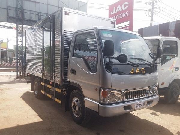 xe-tai-jac-2t4-thung-3m7.jpg