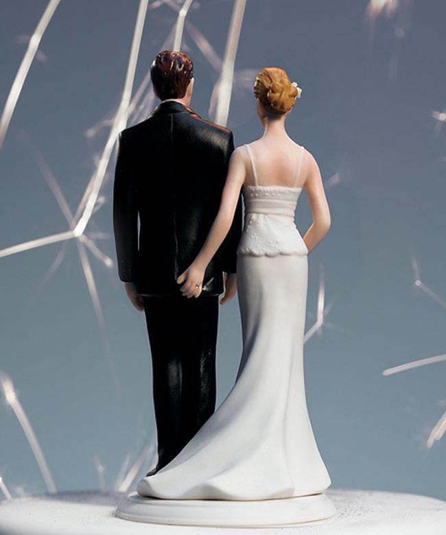 Chiếc bánh cưới nghịch ngợm này sẽ khiến nhiều người phải tò mò về đời sống sinh hoạt thân mật của cặp đôi cô dâu chú rể táo bạo này.