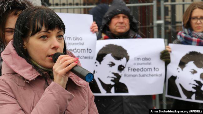 Анна Андрієвська на мітингу під посольством Росії. Листопад 2016 року