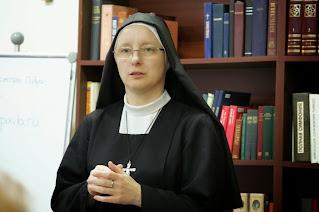 """""""Ми часто надягаємо на себе релігійну маску""""- сестра Павла"""