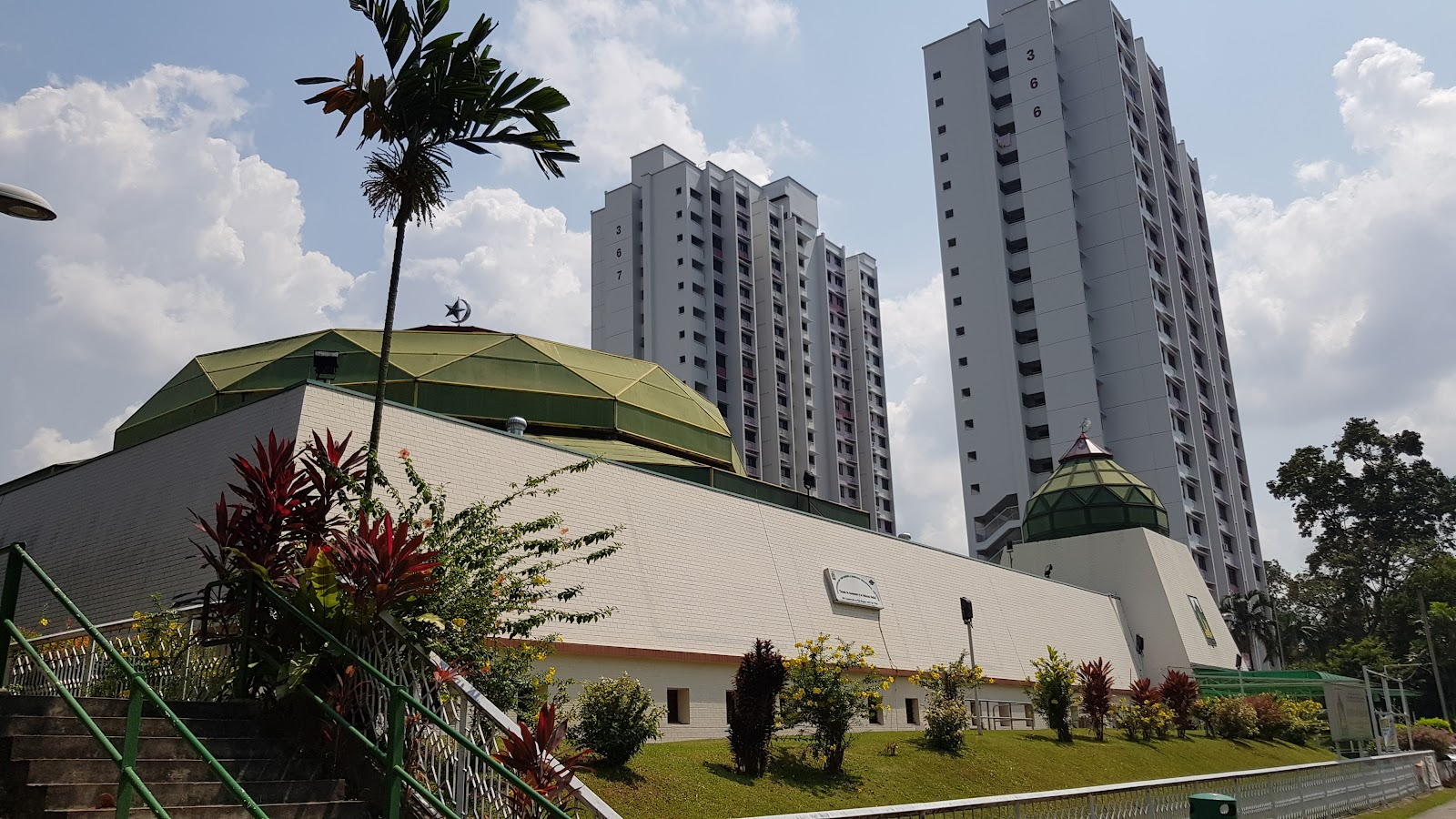 Masjid Darussalam provides free ice cream after Terawih