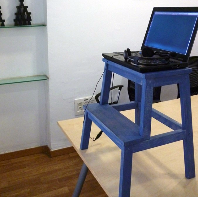 stop sitting down at work 7 inspirational ideas to build your own stand up desks tech exclusive. Black Bedroom Furniture Sets. Home Design Ideas