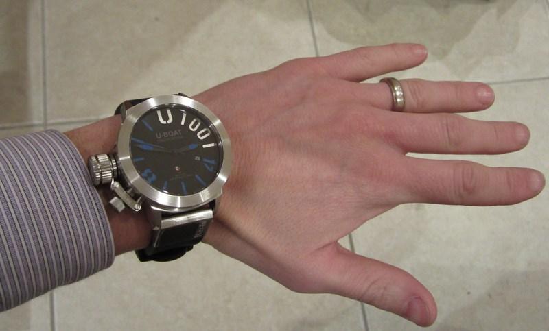 http://img859.imageshack.us/img859/4974/wristshirt.jpg