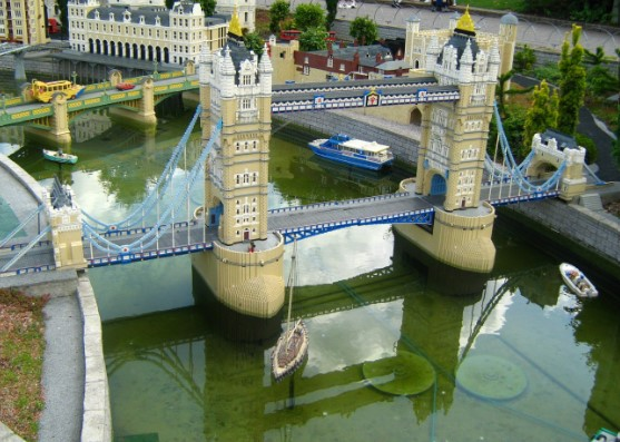 miniature model of london bridge made of lego standing over a pond