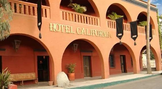Fachada del hotel california ubicado en México