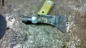 El Bolihawk! Tomahawk confeccionado con un martillo bolita ZZFZDSL7z1vc_4mjRZ5EgGHHgtgdziR2T1a82HTBsVs=w281-h158-p-no