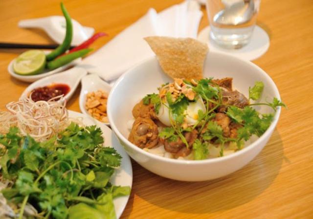Mì Quảng một trong những món ngon Đà Nẵng được nhiều người yêu thích