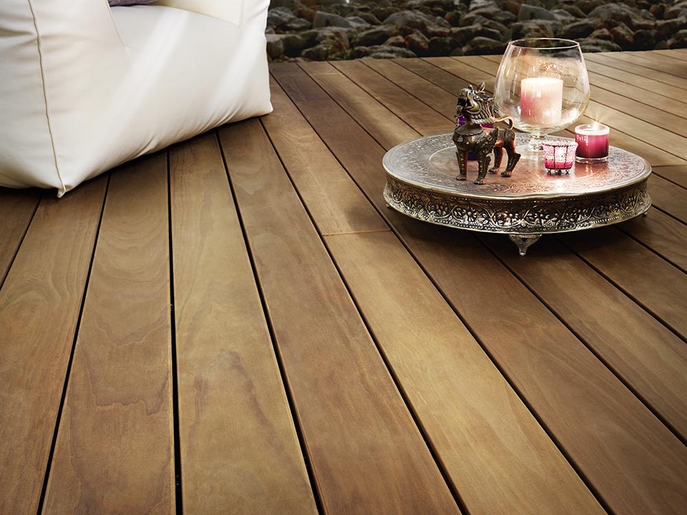 Ein Material mit dem Aussehen von Tropenholz.